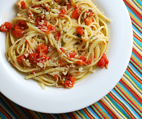Weeknight cooking from the pantry: Linguine with Red Clam Sauce