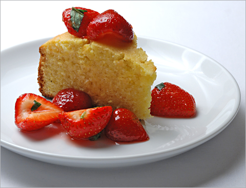 cornmeal-cake-strawberries