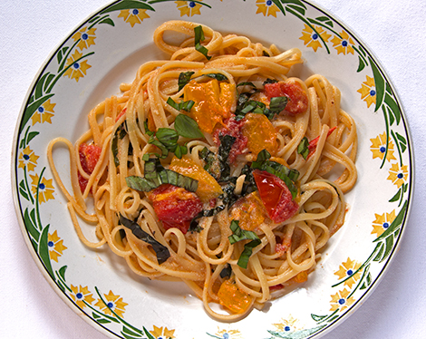 Linguine with Tomatoes, Ricotta and Basil